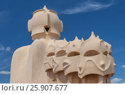 Chimneys on Casa Mila by Antoni Gaudi in Barcelona, Spain. Редакционное фото, агентство BE&W Photo / Фотобанк Лори