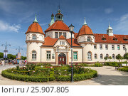 Купить «Historic Balneology Building and old Lighthouse in Sopot, Poland», фото № 25907805, снято 2 июня 2020 г. (c) BE&W Photo / Фотобанк Лори