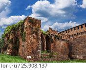 Купить «Стены замка Сфорцеско, средневековой крепости в Милане, Италия», фото № 25908137, снято 30 мая 2016 г. (c) Наталья Волкова / Фотобанк Лори