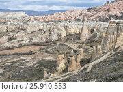 Купить «Каппадокия, пейзаж. Вулканические образования причудливой формы», фото № 25910553, снято 4 января 2015 г. (c) Юлия Бабкина / Фотобанк Лори