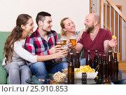 Купить «Adults drinking beer indoor», фото № 25910853, снято 19 февраля 2019 г. (c) Яков Филимонов / Фотобанк Лори