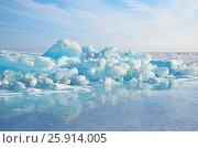 Купить «Озеро Байкал, ледяные торосы в солнечный весенний день», фото № 25914005, снято 19 марта 2019 г. (c) Овчинникова Ирина / Фотобанк Лори