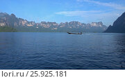 View from boat on Cheow Lan lake, Thailand (2017 год). Стоковое видео, видеограф Михаил Коханчиков / Фотобанк Лори