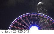 Ferris Wheel in Hong Kong at Night (2016 год). Стоковое видео, видеограф Михаил Коханчиков / Фотобанк Лори