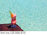 Купить «Glass of drink is on a beach table», фото № 25926513, снято 19 августа 2018 г. (c) М / Фотобанк Лори