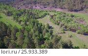 Купить «Аэровидеосъемка. Летний лес с небольшой горной рекой», видеоролик № 25933389, снято 28 марта 2017 г. (c) Виталий Зверев / Фотобанк Лори