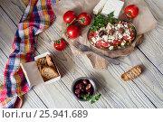 """Купить «Закуска с сухарями, тертыми помидорами и сыром """"фета"""" на деревянном столе (Критская кухня)», фото № 25941689, снято 16 марта 2017 г. (c) Татьяна Ляпи / Фотобанк Лори"""