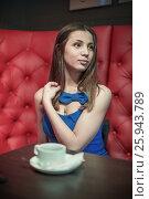 Купить «Девушка сидит в баре на диване», фото № 25943789, снято 18 марта 2017 г. (c) Юрий Викулин / Фотобанк Лори