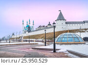 Winter March with a view of the Kazan Kremlin under the pink sky (2017 год). Стоковое фото, фотограф Baturina Yuliya / Фотобанк Лори