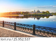 Купить «A quiet May evening in Tver and a river station with reflection in the mirror water of the Volga River», фото № 25952537, снято 3 мая 2016 г. (c) Baturina Yuliya / Фотобанк Лори