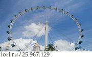 Купить «Timelapse of Singapore Flyer with blue sky and clouds», видеоролик № 25967129, снято 23 марта 2019 г. (c) Кирилл Трифонов / Фотобанк Лори