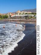 Купить «Волны на пляже с черным вулканическим песком. Плая Фанабе (Playa Fanabe). Коста Адехе, Тенерифе, Канарские острова, Испания», фото № 25967889, снято 31 декабря 2015 г. (c) Кекяляйнен Андрей / Фотобанк Лори