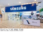 Купить «Samsung store in Plaza Low Yat, Kuala Lumpur», фото № 25996729, снято 13 марта 2017 г. (c) Александр Подшивалов / Фотобанк Лори