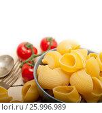 Купить «Italian snail lumaconi pasta with tomatoes», фото № 25996989, снято 14 апреля 2017 г. (c) Francesco Perre / Фотобанк Лори