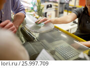 Купить «couple paying money at grocery store cash register», фото № 25997709, снято 21 октября 2016 г. (c) Syda Productions / Фотобанк Лори