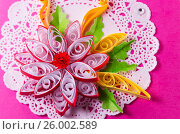Купить «Яркий квиллинг в виде цветка», фото № 26002589, снято 28 мая 2018 г. (c) severe / Фотобанк Лори