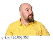 Купить «Портрет мужчины средних лет в яркой желтой футболке на белом фоне.», фото № 26003953, снято 17 июня 2019 г. (c) Olesya Tseytlin / Фотобанк Лори