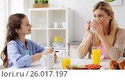 Купить «happy family having breakfast at home kitchen», видеоролик № 26017197, снято 30 марта 2017 г. (c) Syda Productions / Фотобанк Лори