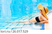 Купить «Pretty pregnant woman in the swimming pool», фото № 26017529, снято 25 июля 2016 г. (c) Дарья Петренко / Фотобанк Лори
