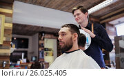 Купить «man and hairdresser with mirror at barber shop», видеоролик № 26025405, снято 22 апреля 2019 г. (c) Syda Productions / Фотобанк Лори