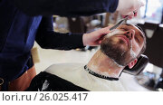 man and barber with straight razor shaving beard. Стоковое видео, видеограф Syda Productions / Фотобанк Лори