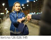 Купить «Night street robbery scene», фото № 26026145, снято 15 июля 2019 г. (c) Яков Филимонов / Фотобанк Лори