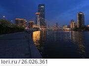 Набережная реки Хайхэ вечером, город Тяньцзинь. Китай, эксклюзивное фото № 26026361, снято 12 апреля 2017 г. (c) Яна Королёва / Фотобанк Лори