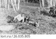 Купить «Дед с внуком лежат на поляне в лесу. 1983 год.», эксклюзивное фото № 26035805, снято 19 апреля 2017 г. (c) Светлана Попова / Фотобанк Лори