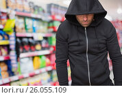 Купить «Criminal in hood in shop store», фото № 26055109, снято 27 января 2020 г. (c) Wavebreak Media / Фотобанк Лори