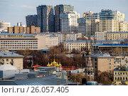 Купить «Москва, район Хамовники, вид сверху направлением на юго-восток», фото № 26057405, снято 20 апреля 2017 г. (c) glokaya_kuzdra / Фотобанк Лори