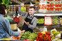Adult man seller helping customer to buy fruit, фото № 26077649, снято 18 марта 2017 г. (c) Яков Филимонов / Фотобанк Лори