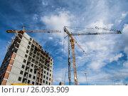 Купить «Панорама строительства на фоне синего неба», фото № 26093909, снято 20 марта 2017 г. (c) Сергеев Валерий / Фотобанк Лори