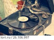 Купить «Old shabby gramophone. Toned.», фото № 26106997, снято 27 апреля 2017 г. (c) Evgenii Mitroshin / Фотобанк Лори