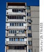 Купить «Шестнадцатиэтажный одноподъездный блочный жилой дом серии II-68-01, построен в 1978 году. Чусовская улица, 6, корпус 2. Район Гольяново. Москва», эксклюзивное фото № 26116633, снято 25 апреля 2017 г. (c) lana1501 / Фотобанк Лори