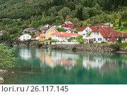 Купить «Жилые дома на берегу реки. Город Stryn, Норвегия», фото № 26117145, снято 14 августа 2011 г. (c) Юлия Бабкина / Фотобанк Лори
