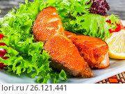 Купить «Fried salmon, Lettuce Lollo rossa, lemon wedges, cherry tomato,», фото № 26121441, снято 7 августа 2015 г. (c) Oksana Zh / Фотобанк Лори