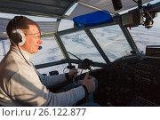Купить «Пилот в кабине самолета Ан-2», фото № 26122877, снято 29 марта 2017 г. (c) Владимир Мельников / Фотобанк Лори