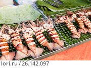 Купить «squids on grill at street market», фото № 26142097, снято 7 февраля 2015 г. (c) Syda Productions / Фотобанк Лори