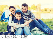 Купить «happy family with tablet pc and tent at camp site», фото № 26142361, снято 27 сентября 2015 г. (c) Syda Productions / Фотобанк Лори