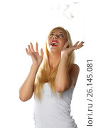 Dreaming beautiful woman with falling feathers. Стоковое фото, фотограф Tatjana Romanova / Фотобанк Лори