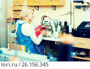 Купить «Mature woman sewing with professional machine», фото № 26156345, снято 22 февраля 2020 г. (c) Яков Филимонов / Фотобанк Лори