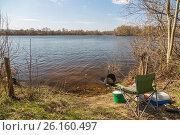 Купить «Место рыболова на берегу реки в ясный солнечный день весной. Удочки, рыбацкое кресло, садок, коробка с приманками. Концепт активного отдыха.», фото № 26160497, снято 29 апреля 2017 г. (c) Ткач Александр / Фотобанк Лори