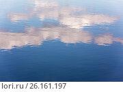 Купить «Отражение облаков в воде», фото № 26161197, снято 28 апреля 2017 г. (c) Юрий Викулин / Фотобанк Лори