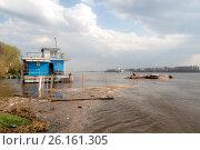 Купить «Наводнение: затопленный пляж в Тверицах, Ярославль», фото № 26161305, снято 2 мая 2017 г. (c) Илья Бесхлебный / Фотобанк Лори
