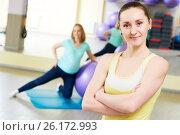 Купить «female portrait of coach for pregnant woman doing fitness ball exercise», фото № 26172993, снято 3 марта 2017 г. (c) Дмитрий Калиновский / Фотобанк Лори