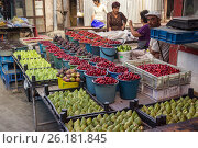 Купить «Овощной рынок в Гюмри. Армения.», фото № 26181845, снято 24 августа 2016 г. (c) Коротнев / Фотобанк Лори