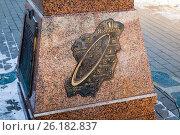 Купить «Ярославль, зима. Памятный знак «Нулевой километр Золотого кольца» (Ярославль - столица Золотого кольца)», фото № 26182837, снято 6 февраля 2017 г. (c) Илья Бесхлебный / Фотобанк Лори