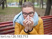 Купить «Молодая женщина с носовым платком на улице», фото № 26183713, снято 6 мая 2017 г. (c) Victoria Demidova / Фотобанк Лори