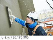 Купить «Worker at plastering facade work», фото № 26185905, снято 19 ноября 2014 г. (c) Дмитрий Калиновский / Фотобанк Лори