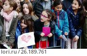 Купить «Children meeting of three magicians Melchor», видеоролик № 26189761, снято 5 января 2017 г. (c) Яков Филимонов / Фотобанк Лори